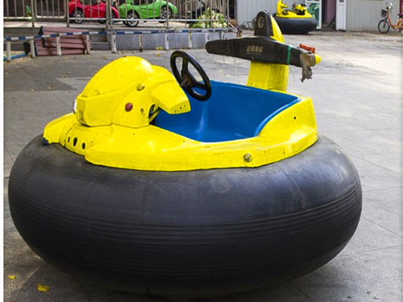 inflatable bumper car with gun 02