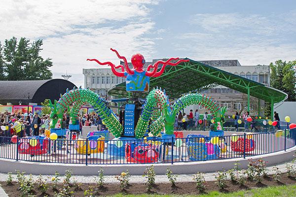 Rotary Octopus Rides In Moldova
